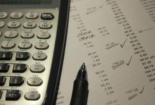 手順1.年間の収入と必要経費を調べる